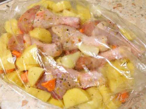 Куриные ножки с картошкой в духовке в рукаве, фольге и в горшочке