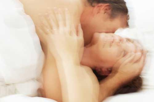 Зачем женщина притворяется в постели
