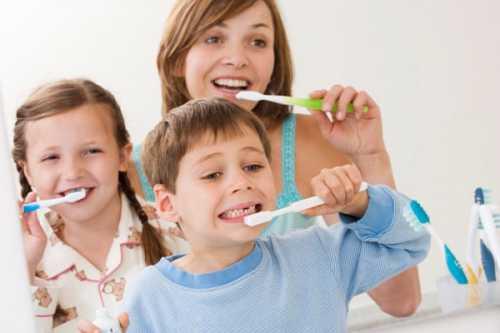 Лечение и уход за зубами в подростковом возрасте: поддержка родителей