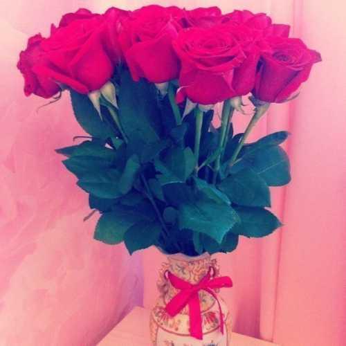 Девушки любят цветы, преподнесенные без особого повода