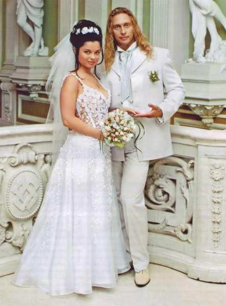 Наташа Королева отметила розовую свадьбу