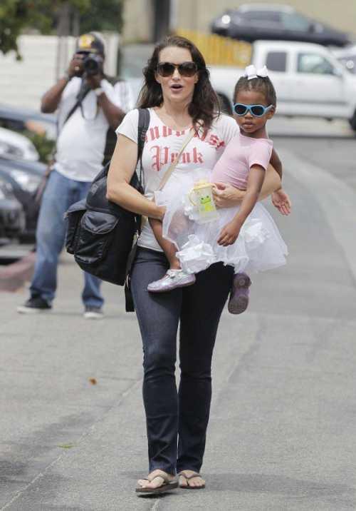 Звезда Секса в большом городе усыновила ребенка