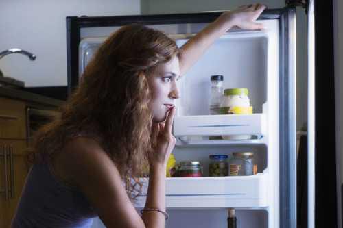 Диетологи: ложиться спать нужно на голодный